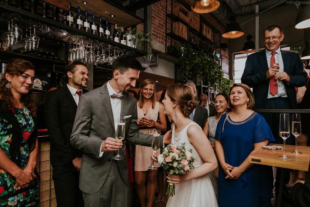 Industrialne wesele Boska Praga Warszawa - Sesja na Starówce - ZAPAROWANA