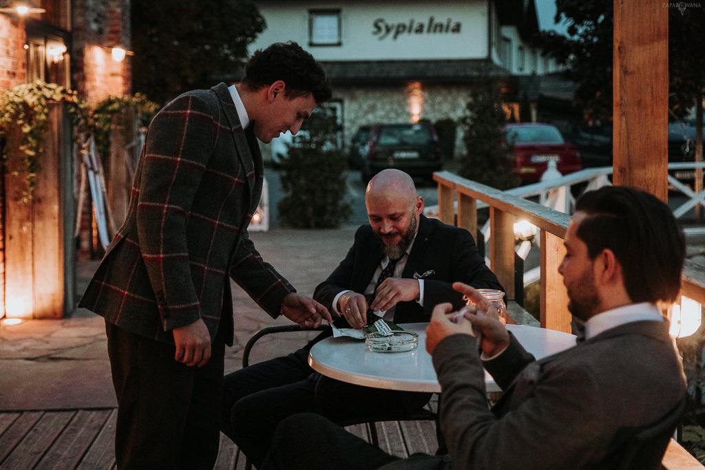 Ślub plenerowy Patio na Wodoktach | Fotograf ślubny Warszawa | ZAPAROWANA