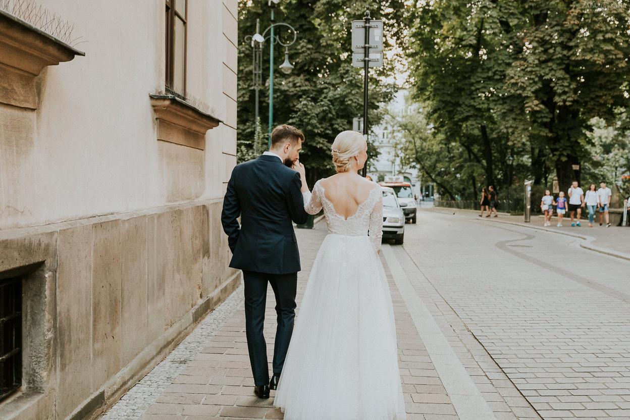379 - ZAPAROWANA - Kameralny ślub w Krakowie