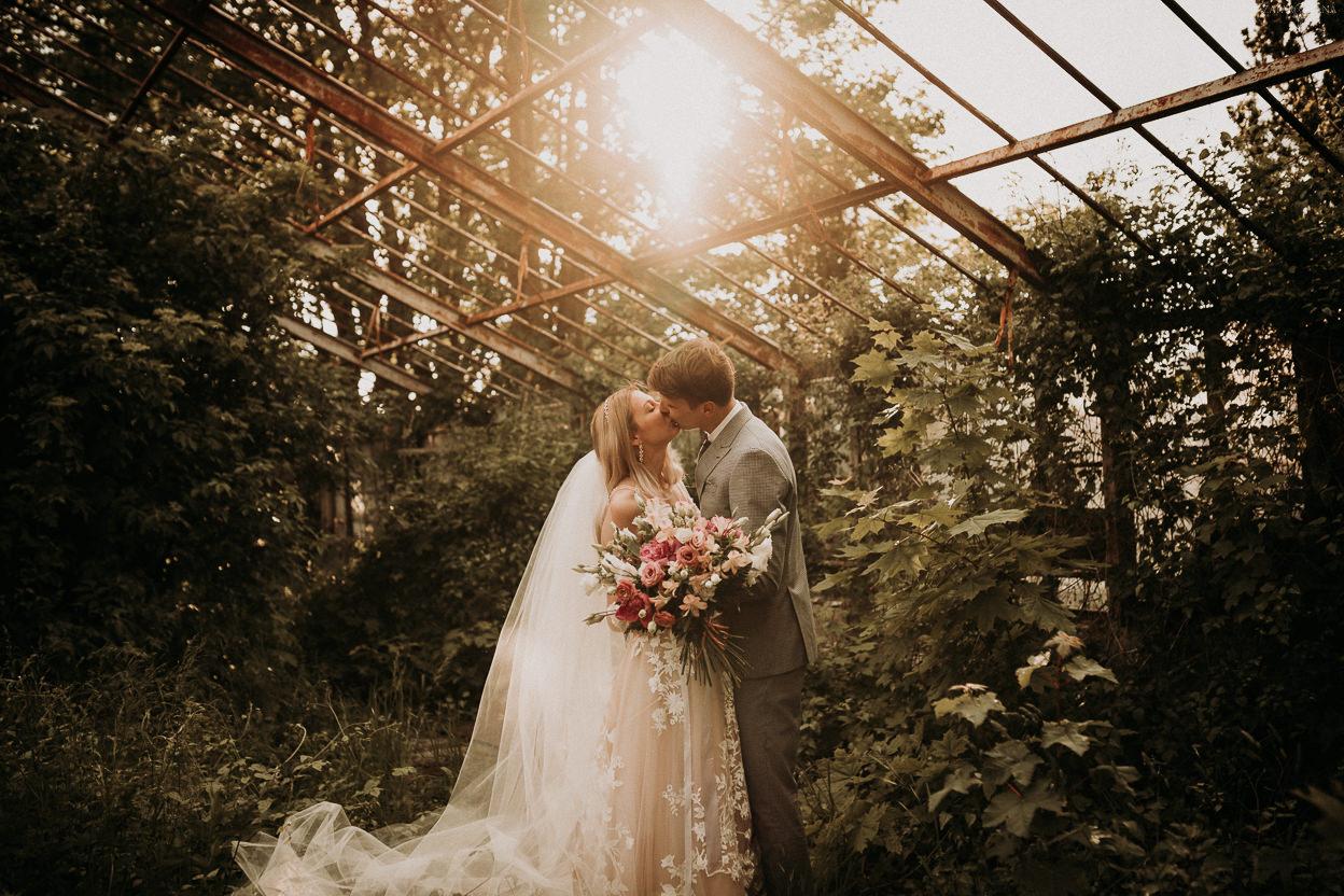 ZAPAROWANA - sesja ślubna nad morzem w szklarni