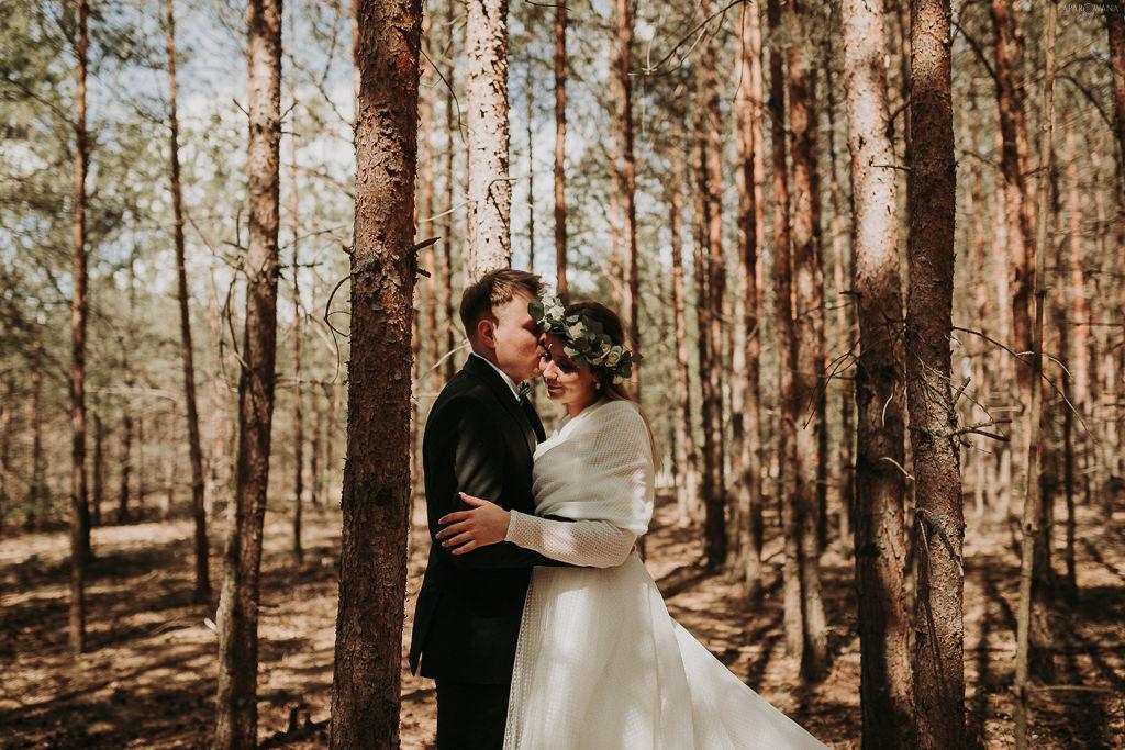 ZAPAROWANA Fotografia Ślubna Piła - Sesja plenerowa w lesie