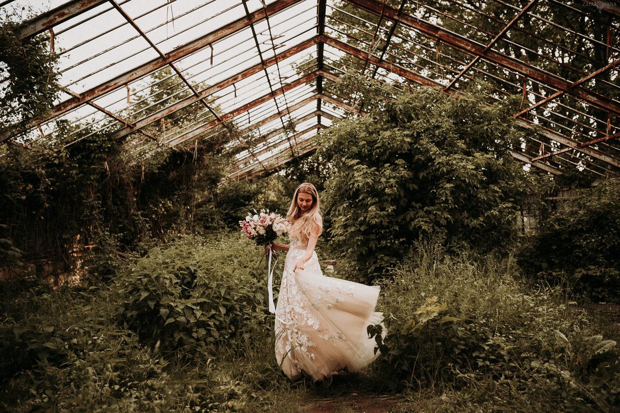 ZAPAROWANA - sesja ślubna w szklarni