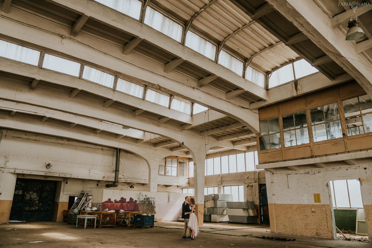 ZAPAROWANA - Industrialna Sesja plenerowa Warszawa - Fotograf ślubny