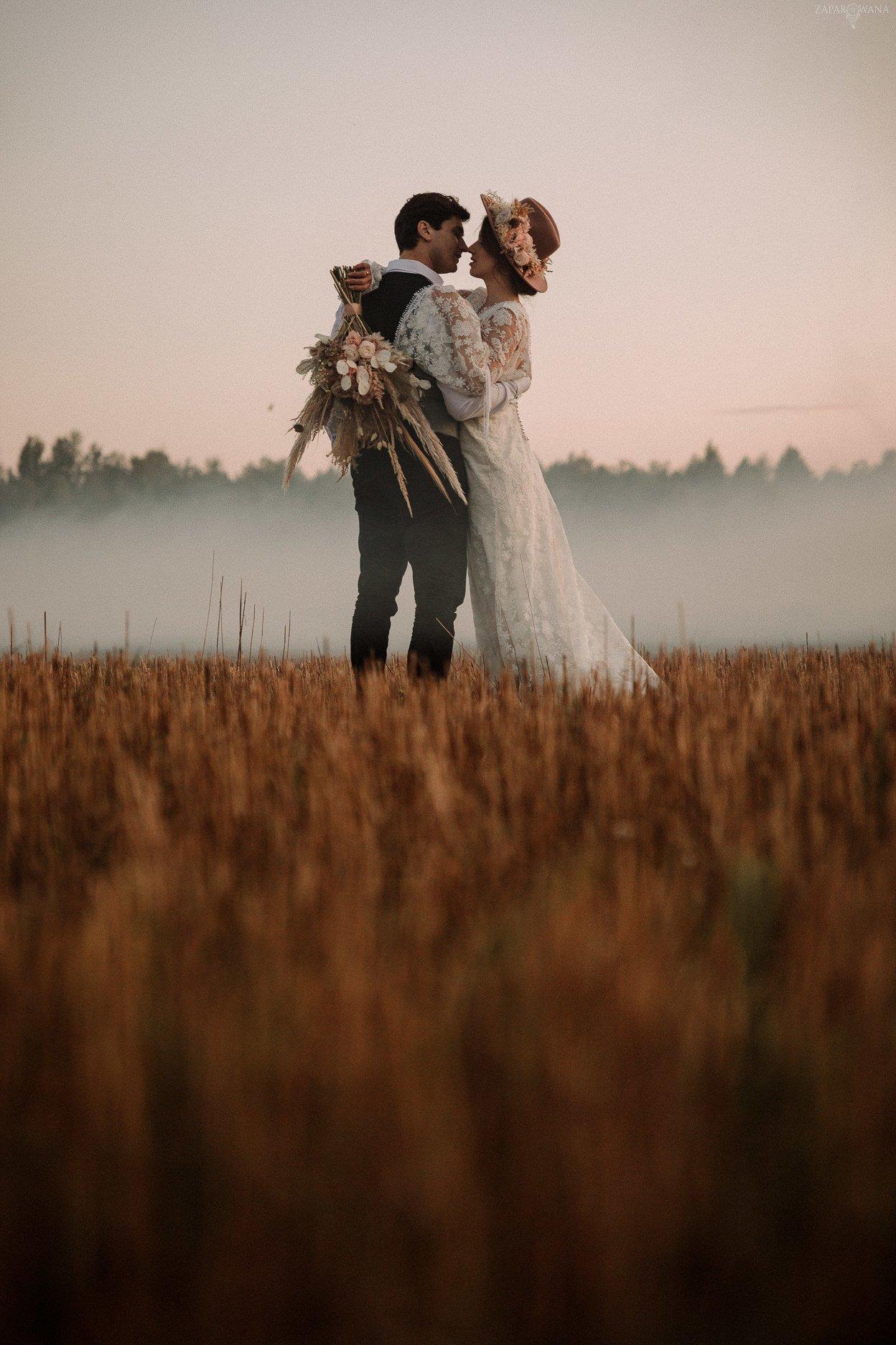 ZAPAROWANA - Sesja ślubna plenerowa boho - Dom w Przepitkach
