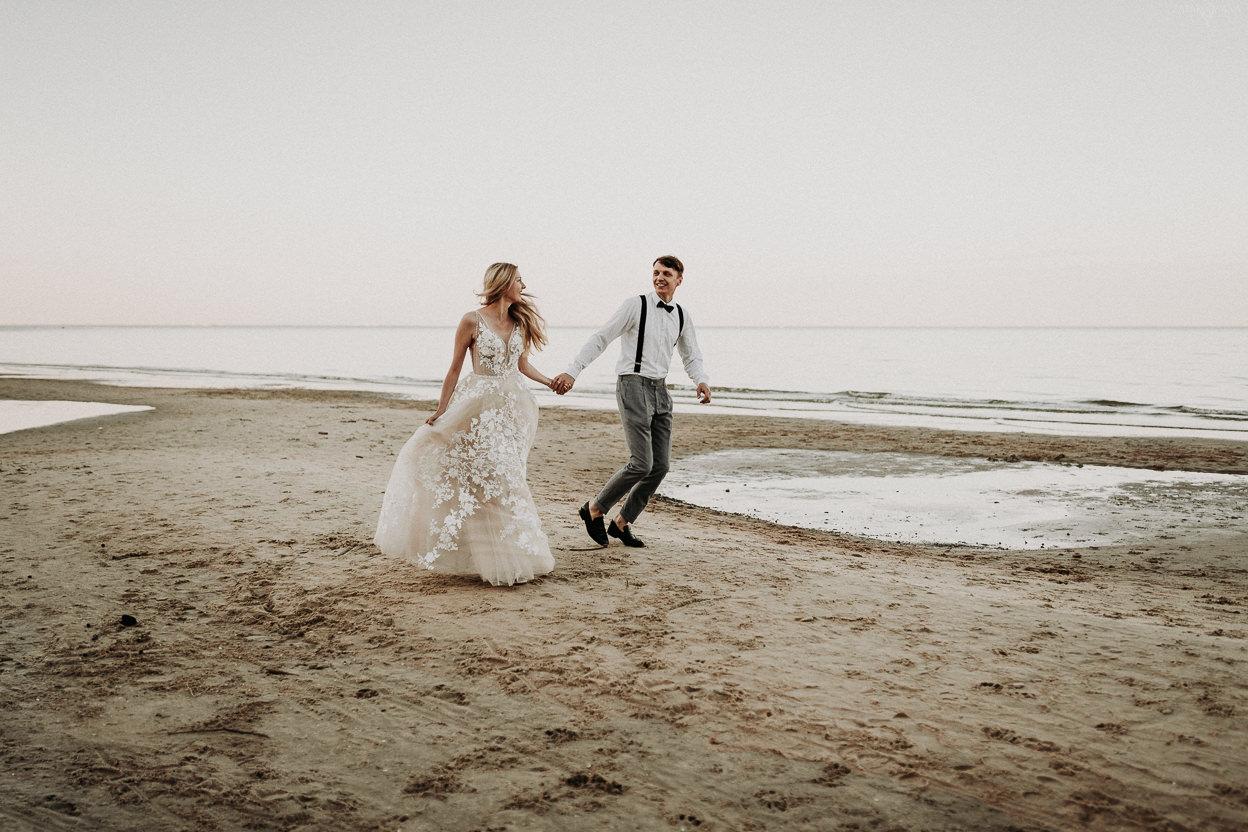 ZAPAROWANA - sesja ślubna nad morzem