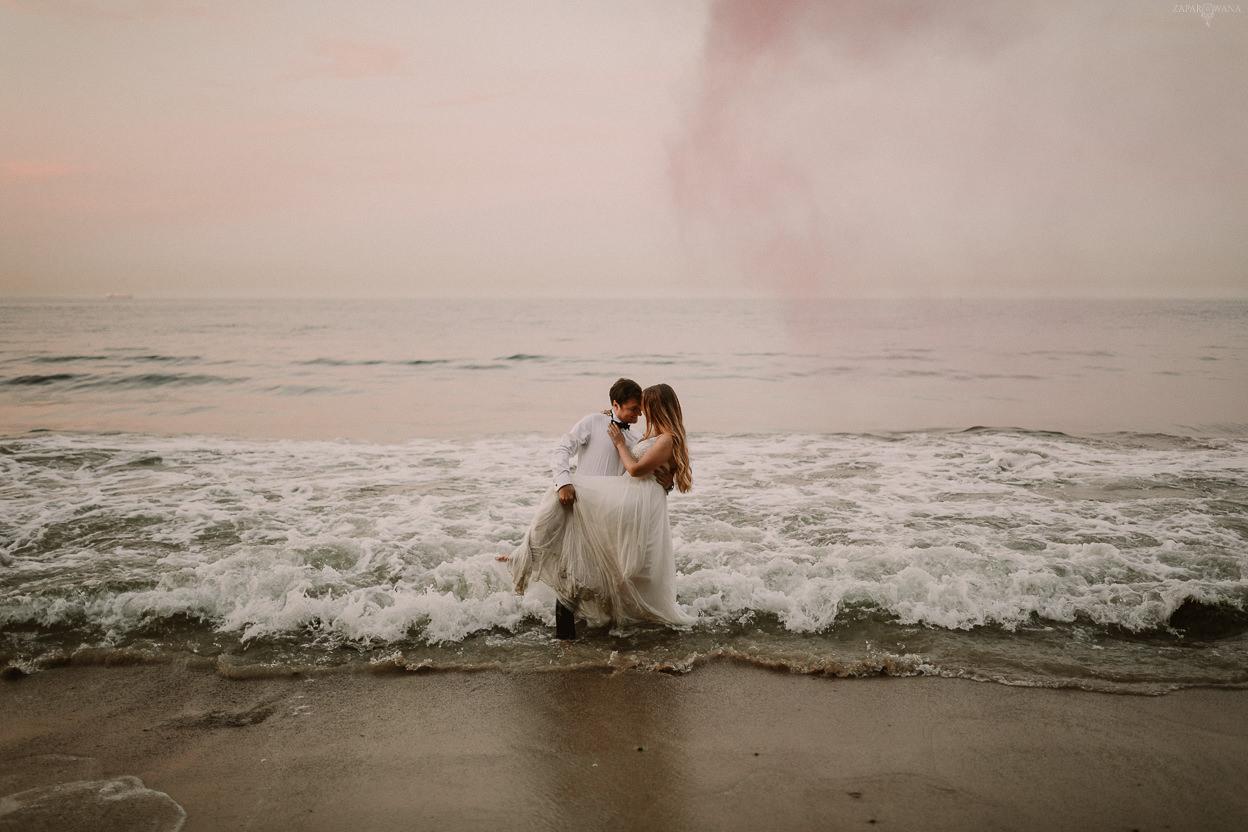 ZAPAROWANA - Sesja ślubna nad morzem - Fotograf ślubny